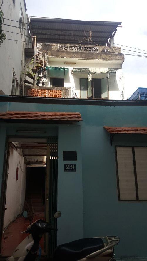 20171115080255 8a44 Cắt nửa nhà làm sân, ngôi nhà Sài Gòn trở nên khang trang bất ngờ