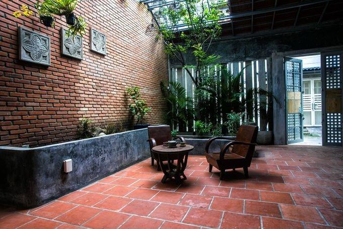 20171115080301 bd50 Cắt nửa nhà làm sân, ngôi nhà Sài Gòn trở nên khang trang bất ngờ