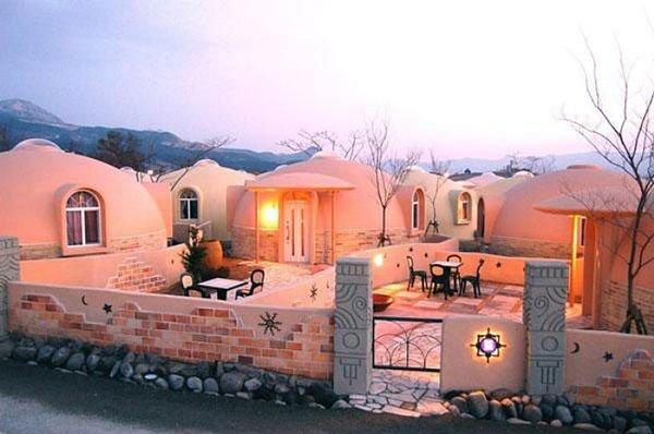 20170620152651 49b9 Độc đáo những căn nhà mái vòm bằng xốp có thể chống lại động đất