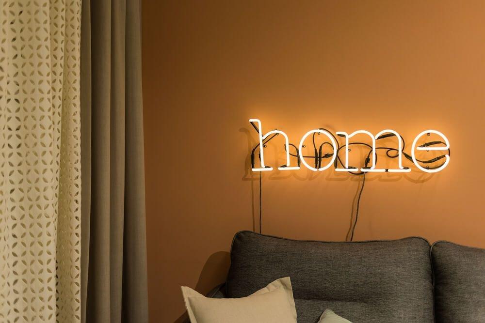 20190711134839 4a57 Những ý tưởng trang trí nội thất sáng tạo với đèn neon